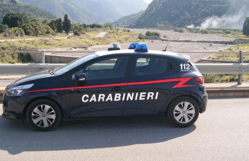 Non si fermano all'alt dei carabinieri, beccati in auto con 300 grammi di marijuana: 2 uomini ai domiciliari