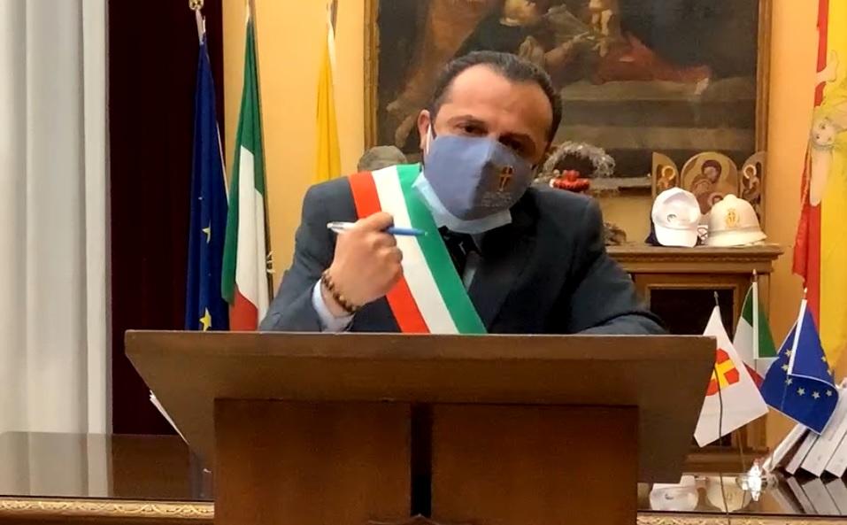 """Messina, De Luca si dimette e attacca Musumeci: """"Voglio la relazione del Cts, verrò a cercarti"""" – VIDEO"""