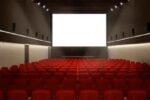 Niente pop corn in sala, biglietti nominali e mascherine obbligatorie: teatri e cinema verso la riapertura