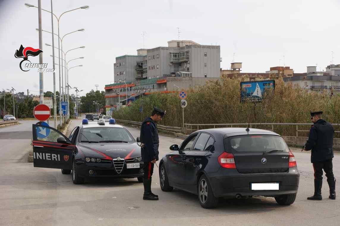 Dalle violazione norme anti-Covid fino alla guida senza patente: stretta dei carabinieri nel Siracusano