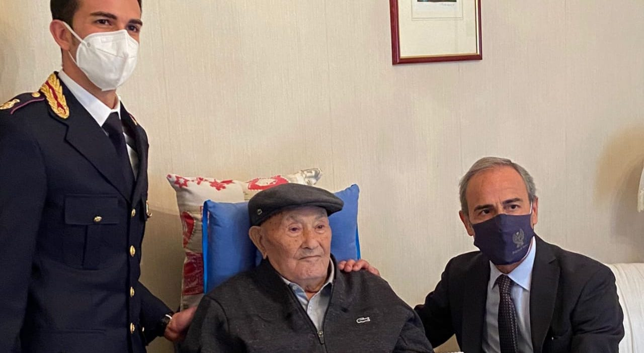 La Polizia di Stato festeggia i 100 anni dell'agente siciliano Nicolò Rizzuto