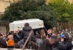 La tragedia su TikTok, oggi l'ultimo saluto ad Antonella Sicomero: applausi, lacrime e palloncini
