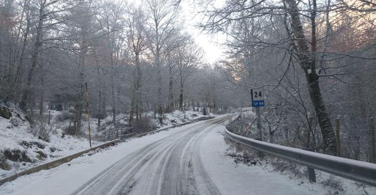 Neve in Sicilia, in corso operazione per liberare la strada provinciale Caronia-Capizzi