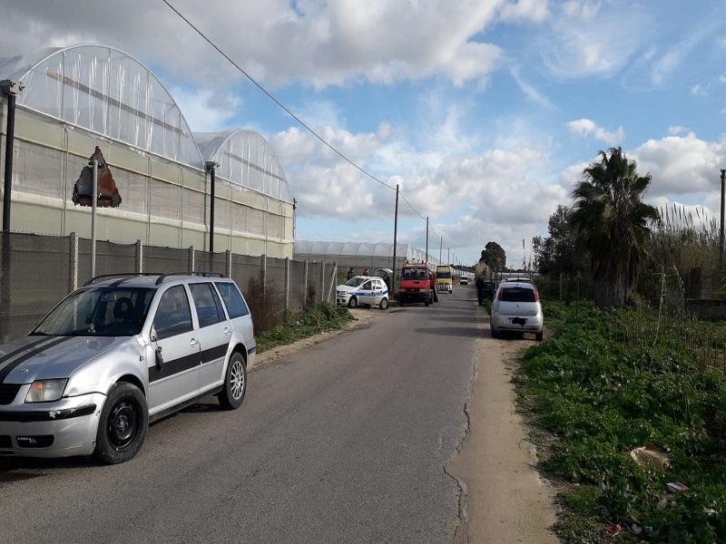 Incidente a Vittoria, violento scontro fra due auto e una moto: una persona in prognosi riservata – Le FOTO