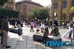 """Palermo, alunni e genitori in piazza per chiedere lo stop della DaD: """"La scuola è in presenza"""" – FOTO e VIDEO"""