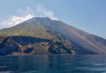 """Dopo l'Etna si """"agita"""" anche lo Stromboli, registrate anomalia ed esplosione: i DETTAGLI dell'Ingv"""