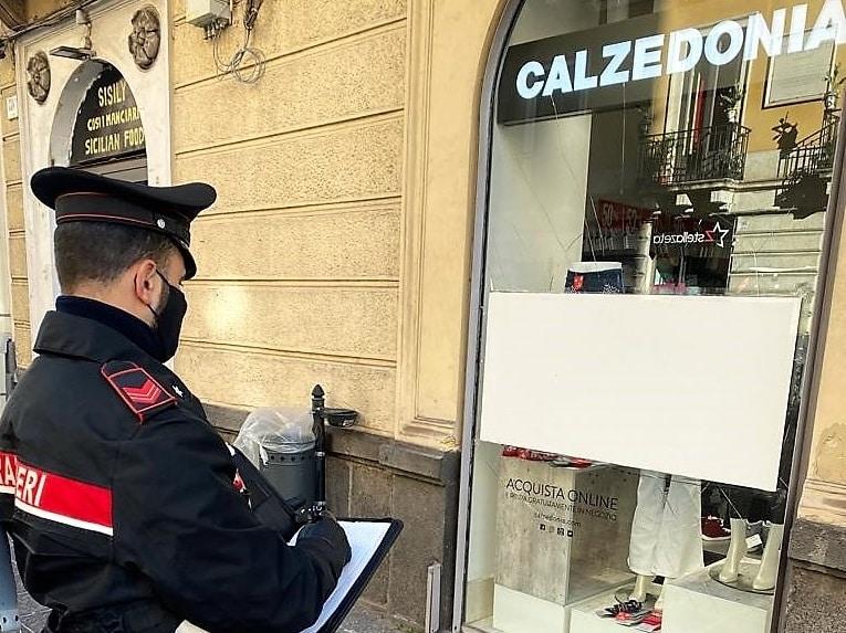"""Catania, tentato furto al negozio """"Calzedonia"""" di via Etnea: due arresti, i dettagli"""