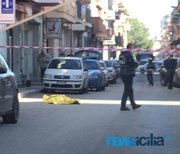 Ragazzo si lancia dal terzo piano e muore: ennesima tragedia in Sicilia, folla di curiosi in via Alessandria