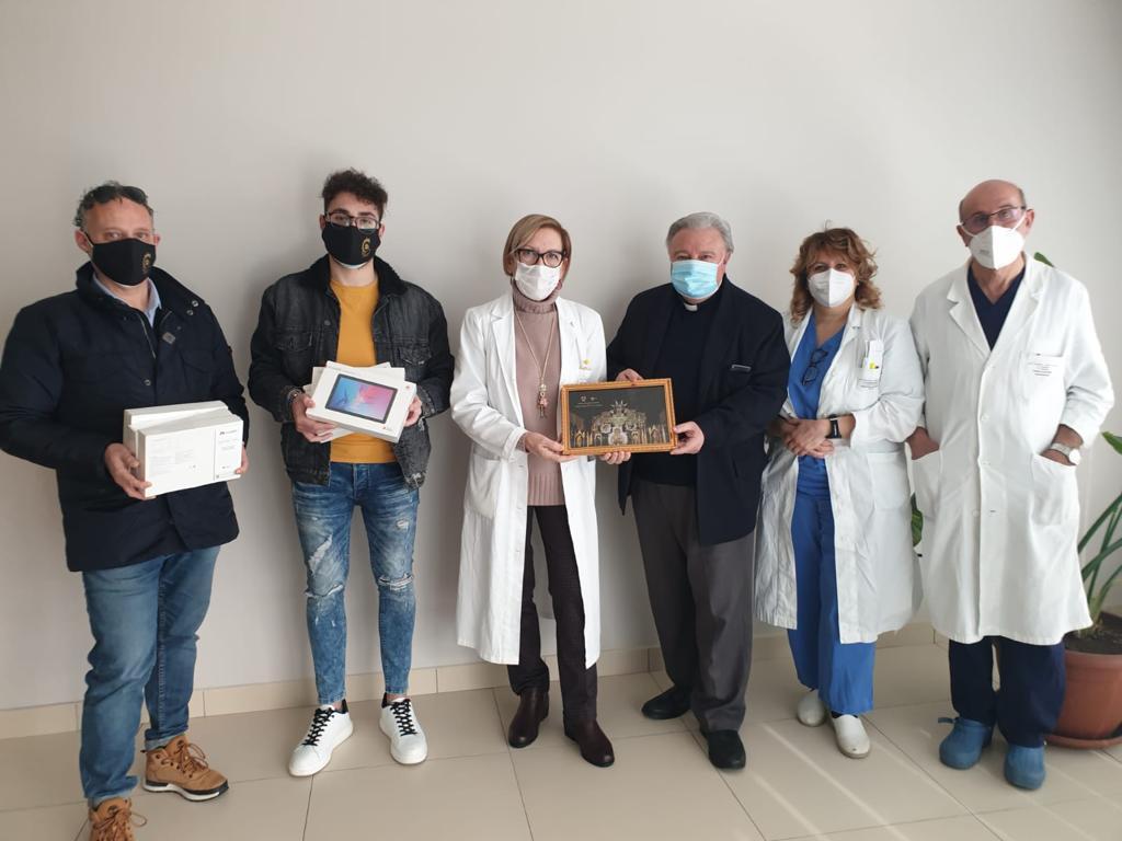 Covid Catania, la parrocchia di monsignor Lanzafame dona 6 tablet all'ospedale San Marco