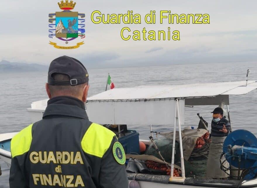 Controlli anti-Covid a Catania anche via mare, sanzionati dalla Finanza due pescatori – Il VIDEO