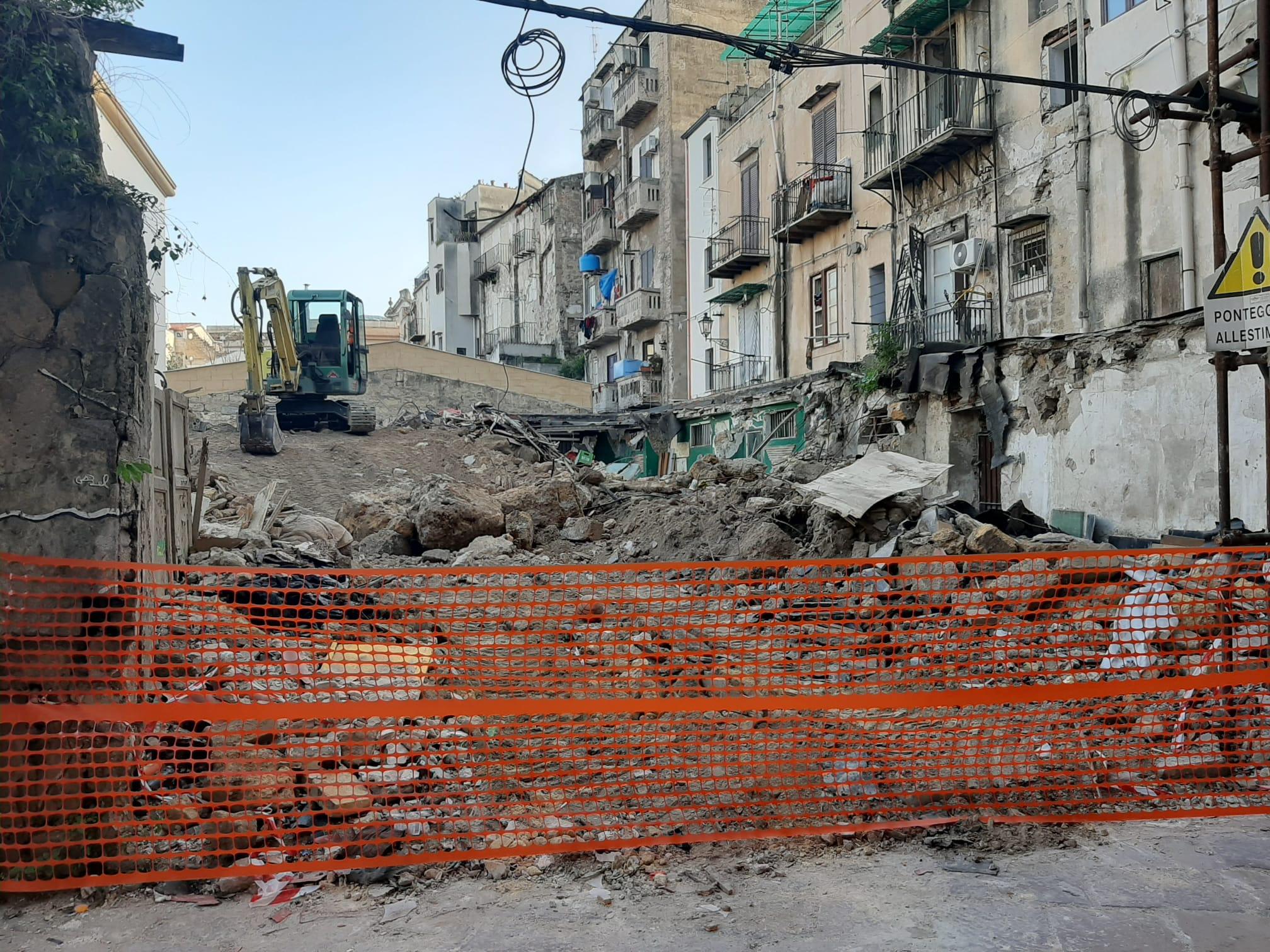 Cantiere senza necessarie misure di sicurezza in pieno centro storico: denunciati proprietario e direttore dei lavori
