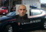 Sfonda la porta dell'ex minacciandola di morte e pretendendo del denaro: arrestato Antonio Nicosia
