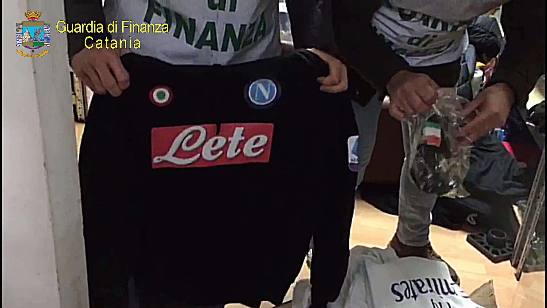 Mascherine e capi d'abbigliamento contraffatti venduti online: denunciati due fratelli catanesi – FOTO