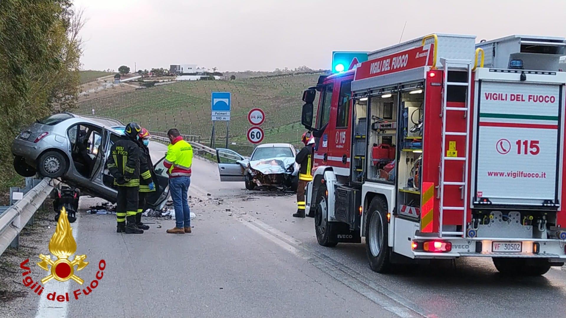Incidente A29, scontro tra due auto: 40enne muore sul colpo, si prega per la moglie e i tre bambini
