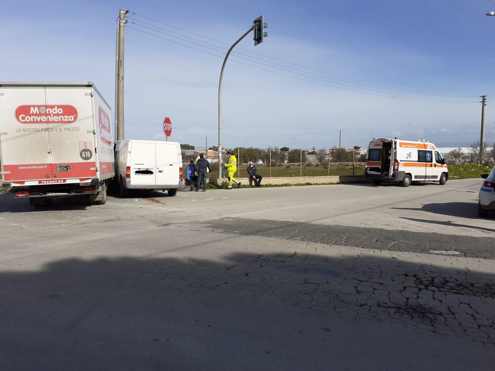 Drammatico incidente tra due mezzi: un ferito in prognosi riservata – Le FOTO