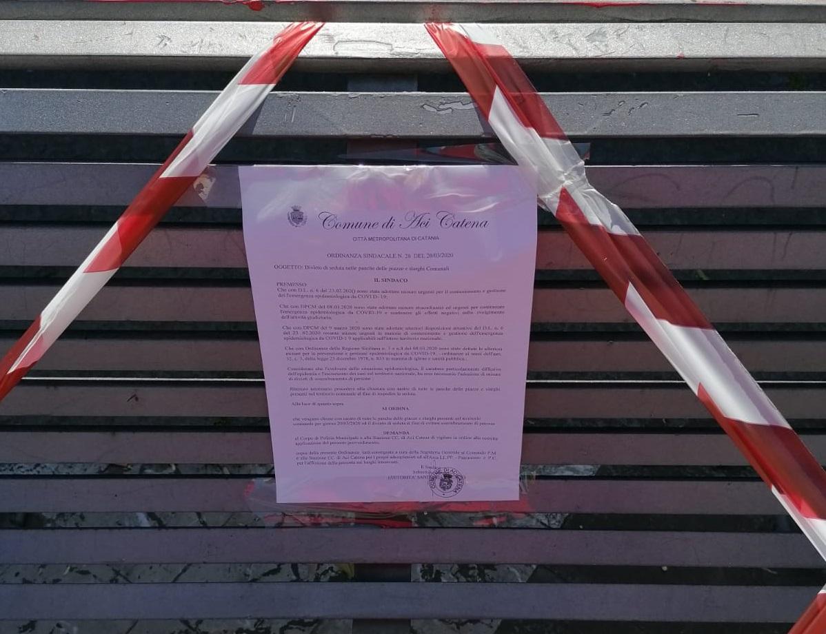 """Coronavirus Catania, vietato sedersi su panchine di piazze e slarghi: """"Evitare assembramenti"""", l'ordinanza del sindaco di Aci Catena"""