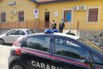 Maxi schermo di sorveglianza in casa per spacciare marijuana: 21enne arrestato a Messina