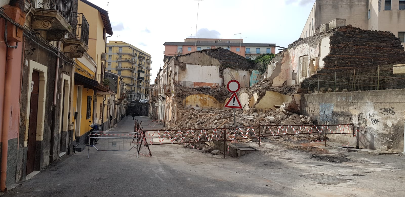 """Catania, crollo in via Volturno. Zingale: """"Necessario mettere in sicurezza l'area il prima possibile"""""""