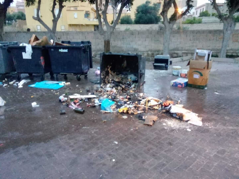 """Cassonetti dati alle fiamme a Lampedusa, sindaco Martello: """"Atto di inciviltà che sporca l'immagine dell'isola"""""""