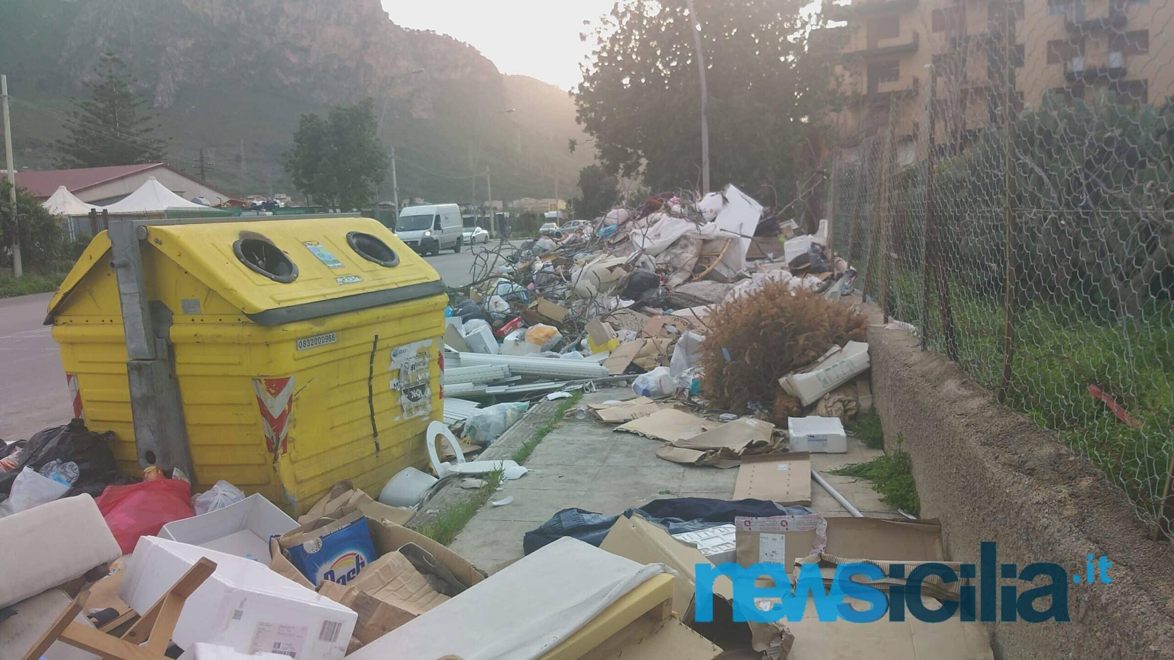 Palermo affoga fra i rifiuti, il sindaco Orlando rinvia l'incontro con i sindacati di Rap – FOTO e VIDEO