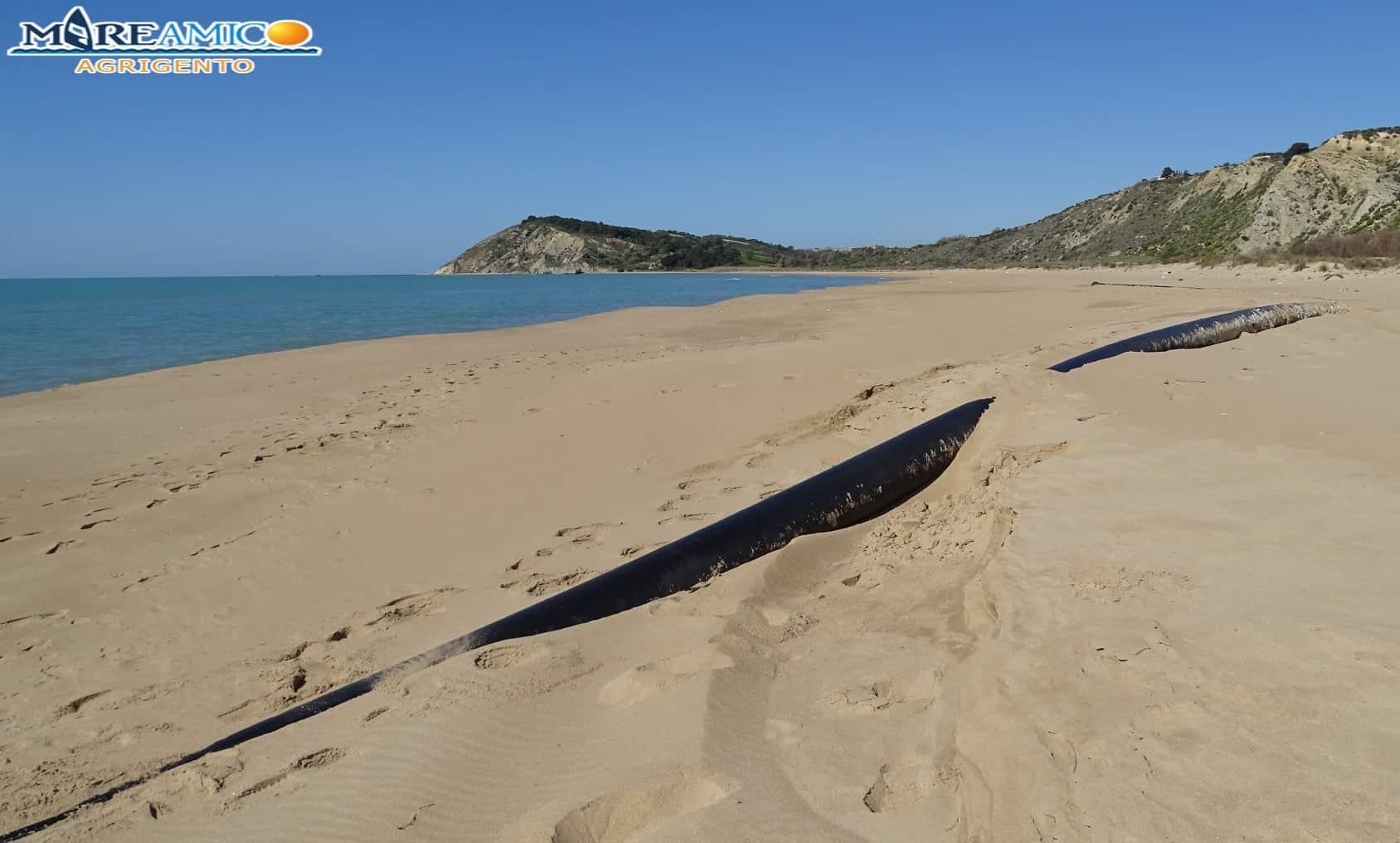 Spiagge siciliane in balìa dei detriti: maxi tubo delle fognature ritrovato dagli ambientalisti