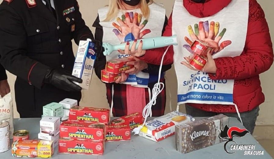 """Catanesi """"in trasferta"""" rubano in diversi supermercati della città: la merce donata alla Caritas, i due ai domiciliari"""