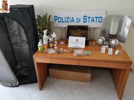 Fortissimo odore di marijuana, irruzione in uno stabile di Catania: arrestato spacciatore incensurato – Le FOTO