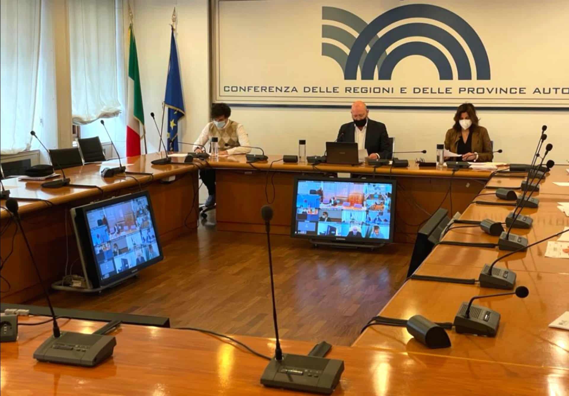 """Regioni, Covid e paura """"effetto San Valentino"""": la Conferenza delle Regioni chiede prolungamento del divieto di spostamento"""