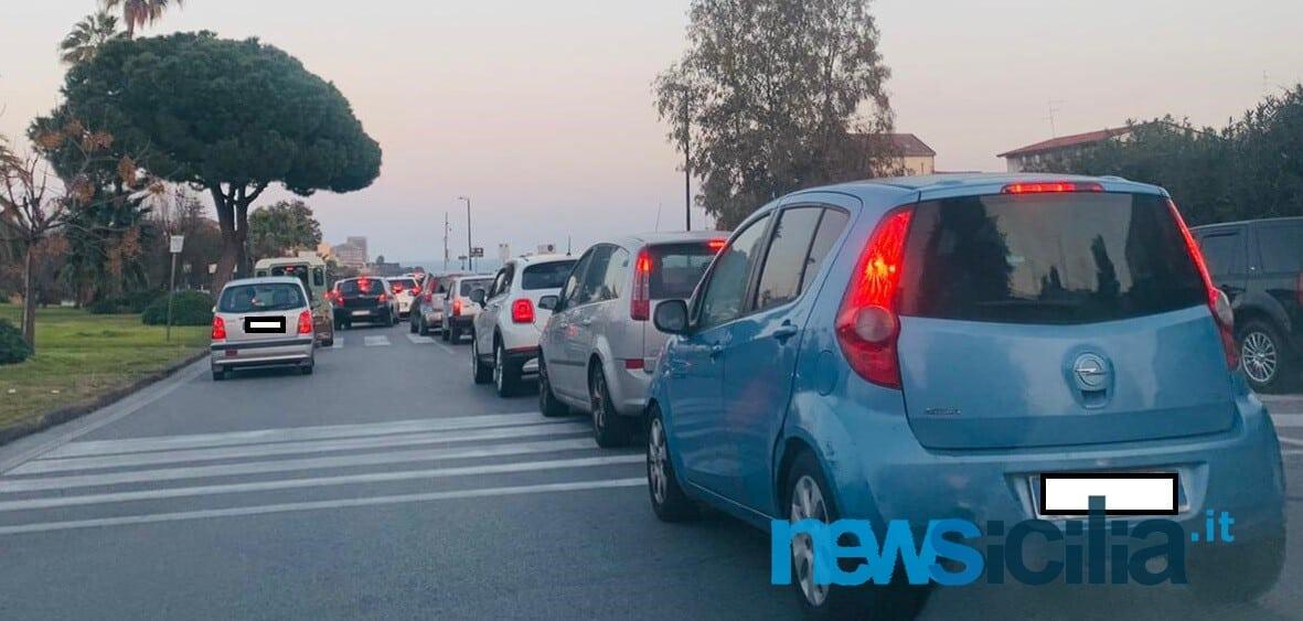 Catania, sabato pomeriggio di sole in zona gialla: circonvallazione bloccata in direzione Ognina – FOTO