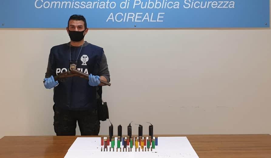 Acireale, detenzione abusiva di armi e munizioni: trovati esplosivi nascosti in un cortile, un arresto