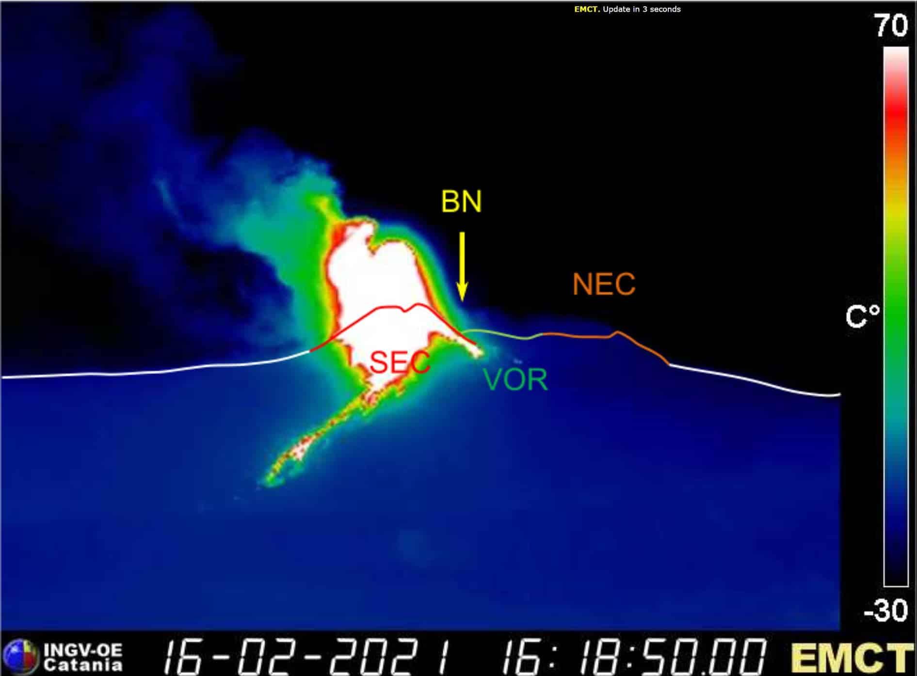 """Etna """"spaventosa"""", lapilli e rapida colata lavica in corso: il resoconto dell'INGV su quanto sta accadendo"""