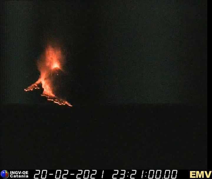Catania, eruzione dell'Etna nella notte: potentissime fontane di lava – i MOMENTI salienti e il VIDEO