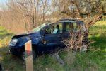Paura sulla Statale 115, auto esce di strada e si ribalta: ferito giovane