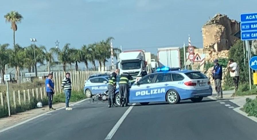 Grave incidente nel Ragusano: schianto tra auto e moto, ferito il centauro