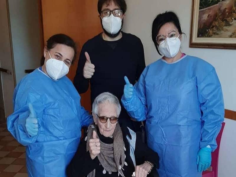 Vaccino anti-Covid a donna di 107 anni: la signora Maria è la paziente più longeva vaccinata in Sicilia finora