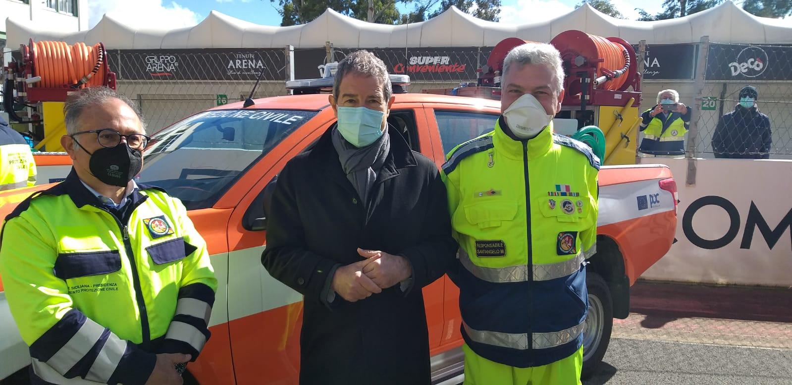 Volontariato, consegnati 100 fuoristrada a diverse associazioni siciliane: presente anche Nello Musumeci