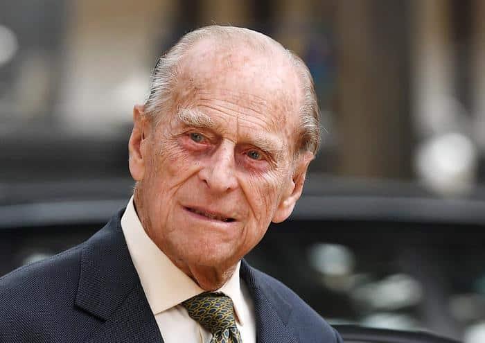 Buckingham Palace in apprensione, principe Filippo ricoverato: il marito della Regina Elisabetta II in ospedale