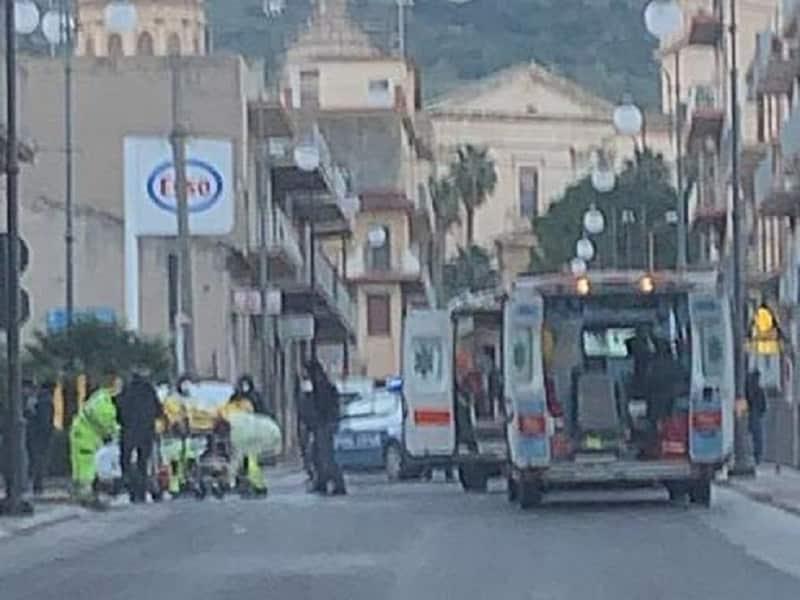 Incidente nel Ragusano, scontro tra auto e motociclo: due feriti in via San Biagio
