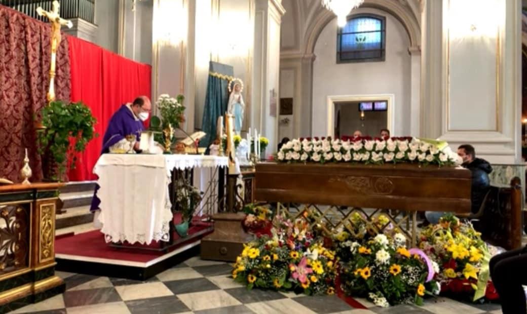 """""""Prega per noi"""", Trecastagni a lutto per la scomparsa del radiologo Bruno De Luca: è stato ucciso dal Covid-19"""