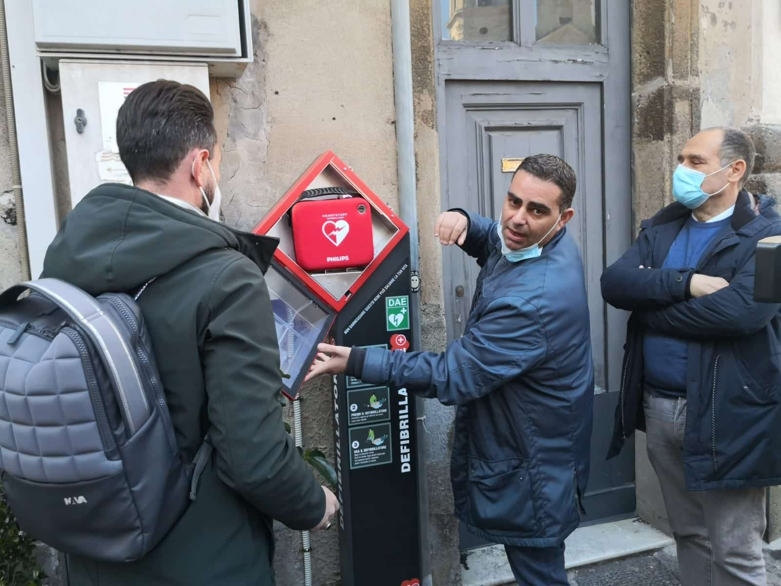 Acireale, installato defibrillatore su Piazza Duomo