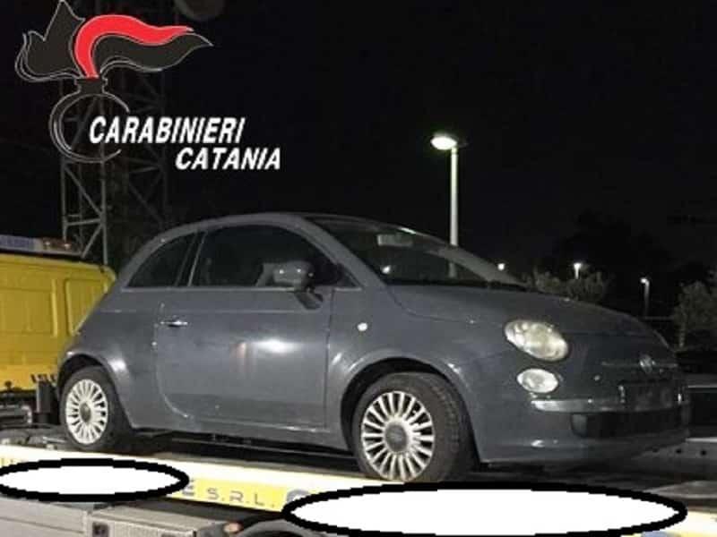 Catania, sostituiscono la targa di un'auto rubata con una di loro proprietà: due donne ai domiciliari