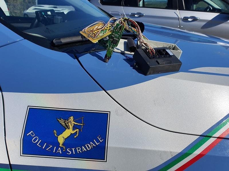 Dispositivo tachigrafico alterato sulla SS 118: multe per conducente mezzo pesante e titolare azienda