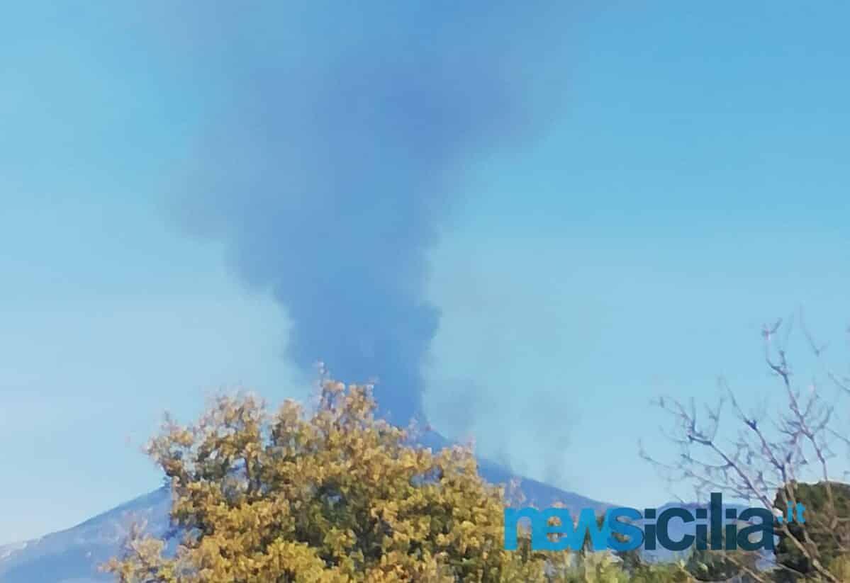"""Etna in eruzione, INGV: """"Nuovo trabocco lavico, il flusso scende verso la Valle del Bove"""""""