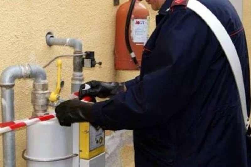 Manomettono contatori metano per registrare consumo minore: due denunce nel Catanese