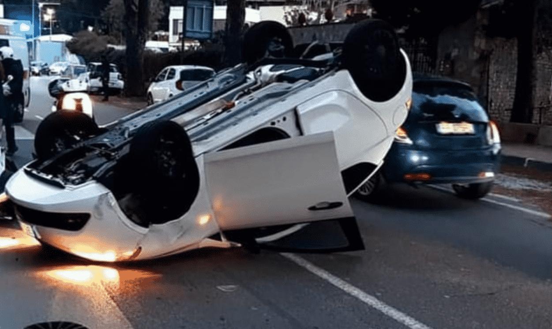 Incidente alla Circonvallazione, automobilista perde il controllo e si ribalta: un ferito