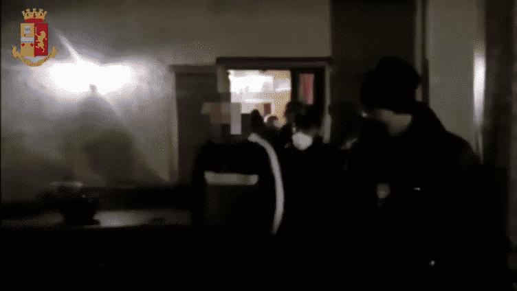 """Il necrologio e i """"funerali"""" del pentito nel commissariato, DETTAGLI e VIDEO dell'operazione antimafia """"Adrano Libera"""""""