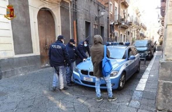 Maxi operazione in un quartiere di Catania: un arresto e numerose sanzioni – FOTO e VIDEO