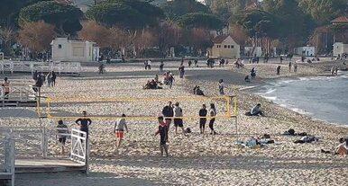 Domenica di sole, i siciliani corrono al mare: assembramenti in spiaggia, intervengono le Forze dell'Ordine
