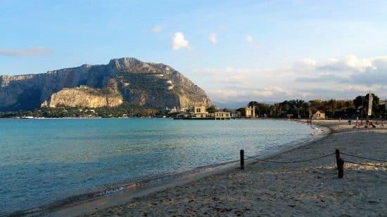 Coronavirus Sicilia, lotta al virus e agli incoscienti: divieto di stazionamento al Lungomare