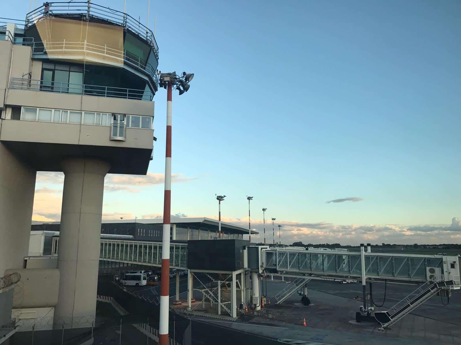 Aeroporto di Catania, arrivi e partenze sospese a causa incendi